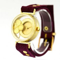 Time Capsule is a delightful watch made and design by Yuriko Unno – An elegant and clean body, with a perfect balance of brass, glass and bright colors. The high quality of the handmade in Japan with the internal mechanical part made by Seiko, together to offer you only the best from Japan.  Find more about at:http://www.kusuyama.jp/feature-products/ or http://www.kusuyama.jp/shop/time-capsule-lucky-clover/