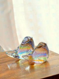 高さ約7センチ、横幅5.5センチ、全長9センチと、高さ約5.5センチ、横幅4.5センチ、全長8.5センチのセミクリスタルガラス製。他のサイトでも販売していきま...|ハンドメイド、手作り、手仕事品の通販・販売・購入ならCreema。 Ballet Shoes, Dance Shoes, Glass Design, Glass Art, Rainbows, Creema, Handmade, Crafts, Color