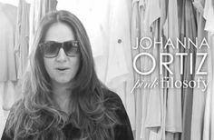 ¿qué se debe hacer para lograr el mejor 'look' en blanco y negro? Le preguntamos a la famosa diseñadora Johanna Ortíz que nos diera su opinión al respecto, entérate en: http://ow.ly/sy7ve