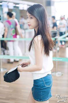 Her airpot fashion. Iu Fashion, Girls Fashion Clothes, Korean Model, Korean Singer, Korean Beauty, Asian Beauty, Asian Woman, Asian Girl, Asian Ladies