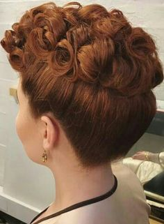 Vintage Hairstyles: Easy Pin Curl Set for Retro Waves 1940s Hairstyles, Curled Hairstyles, Wedding Hairstyles, Wedding Updo, Quick Hairstyles, Vintage Makeup, Pelo Retro, Rockabilly Hair, Pin Up