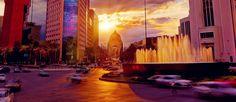 Hermoso atardecer con el monumento a la Revolución de fondo en Ciudad de México.