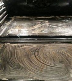 Oven cleaning with baking soda, vinegar, lemon juice and soap. Another Pinner wrote: Holy crap this works great! I added more baking soda to make it a thicker paste but the burned on stuff was actually coming off just from rubbing the paste on! Household Cleaning Tips, Cleaning Recipes, House Cleaning Tips, Deep Cleaning, Spring Cleaning, Oven Cleaning Hacks, Kitchen Cleaning, Household Cleaners, Cleaning Oven Door