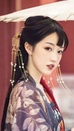 Odin's Grey Hawk Traditional Fashion, Traditional Outfits, Kiss Beauty, Princess Girl, China Girl, Asian Hair, Oriental Fashion, Chinese Culture, Hanfu