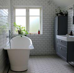 Vårt badrum – före & efter » Johanna Bradford