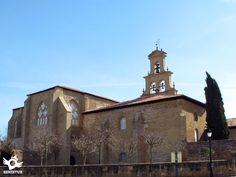 El monasterio se encuentra en la población de Cañas. Esta villa está a tan solo 5 Km de Azofra.
