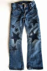 cute way to patch jeans. cut a shape out of an old pair, sew ed… starry jeans. cute way to patch jeans. cut a shape out of an old pair, sew ed…,Fashionista. Jean Rapiécé, Jean Diy, Artisanats Denim, Patched Jeans, Denim Purse, Diy Jeans, Jeans Refashion, Diy Clothing, Sewing Clothes