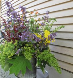 "This week's arrangement comes to you courtesy of a special event in which I participated to benefit the King County Library Foundation. Called an ""Author Salon,"" the private gathe… Enjoy It, Outdoor Ideas, Design Projects, Outdoor Gardens, Floral Design, Challenges, Gardening, Flowers, Plants"