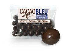 Lundi 9 décembre. Cacao Bleu, c'est la gamme de dragées sans gluten et sans lactose proposée par Médicis répondant à la tendance actuelle des gourmets qui font le choix d'une alimentation saine. Plusieurs mélanges sont proposés : les palets noirs (72% de cacao), les noisettes chocolat (56% de cacao) et les amandes chocolat (56% de cacao). Prix de vente conseillé : 6,90€ les 200g. Disponible à la boutique Lathéral - 74 Grand Rue à Strasbourg - www.latheral.com