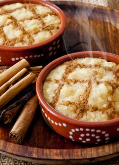 Portuguese traditional rice pudding, known as arroz doce. Köstliche Desserts, Delicious Desserts, Dessert Recipes, Yummy Food, Plated Desserts, Portuguese Desserts, Portuguese Recipes, Portuguese Food, Mexican Food Recipes