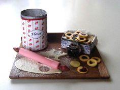 Making Linzer Cookies Miniature in 1 12 by Erzsébet Bodzás IGMA Artisan