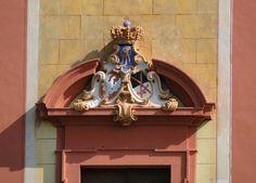 Portal der Weinbergkirche in Pillnitz (Polnisch-sächsisches Allianzwappen)