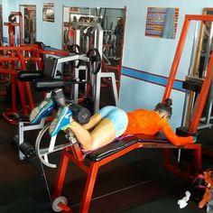 🔵CIRCUITO 2 x 6 SERIES 1.▶8 -10 reps. Extensión de isquiotibiales a 2 tiempos + al fallo movimiento completo. 2.▶10 reps. Peso muerto. 3.▶20 saltos sobre barra en sentadilla. #feeltheburn #girlswholift #trainingroutines #fitnessaddict #fullbodyworkout #fitnessmotivacion #beastmode #glutestraining #fitnessvideos #bootybuilding #legworkouts #girlswithmuscles #fitnessforall  #bodybuilding #homeworkouts_4u  #legsday #fitgirlvideos  #plyos #legworkout #entrenamiento #dailyfitclip #gymvideos…