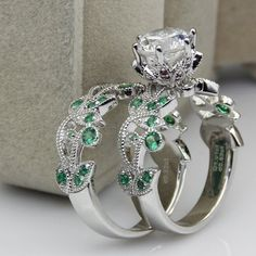 Poison Ivy-Inspired Engagement And Wedding Ring Set