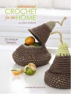 Lena Maikon calls on the unique qualities of crochet and today's diverse yarns of natural and organic fibers to create and recycle innovative accessories for the home. There are 23 projects for rooms