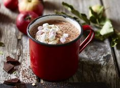 Bailey's hot chocolate is a grown up take on a sweet and comforting classic. This warming wintery drink combines two of our favourite things – chocolate and an after dinner tipple. You'll want this to warm you up this bonfire night and Christmas period! Chocolate Baileys, Chocolate Cheese, Homemade Hot Chocolate, Hot Chocolate Recipes, How To Make Chocolate, Chocolate Desserts, Chocolate Powder, Chocolate Mix, Bonfire Night Treats