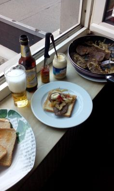 Beefsteak with Mayo / Sambaloelek and grilled Onions on toast and a beer, cheers!