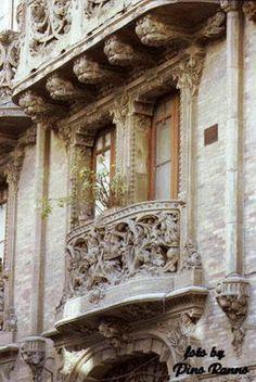 Caltagirone.  Balcone Liberty Palazzo Vella