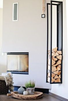 Das Herbstfieber… Stylish storage of wood next to the fireplace. Clear lines Home Fireplace, Modern Fireplace, Living Room With Fireplace, My Living Room, Home And Living, Wood Holder For Fireplace, Modern Clothes Hangers, Home Structure, Paint Your House