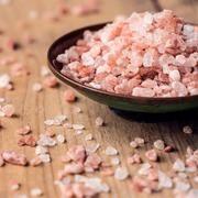Egy hatékony nyaktorna, amitől a szédülésed és a fejfájásod is elmúlhat - Blikk Rúzs Himalayan Salt Crystals, Himalayan Pink Salt, Salt Alternatives, Health Tips, Health And Wellness, Health Benefits, Wellness Mama, Himalayan Salt Benefits, Nutrition
