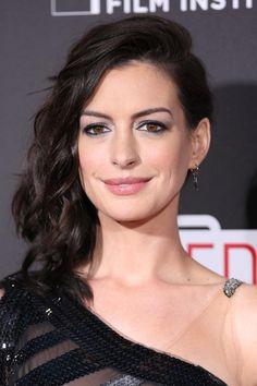 Best Celebrity Beauty Looks This Week  - Anne Hathaway