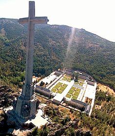 hacia la cruz del valle de los caidos