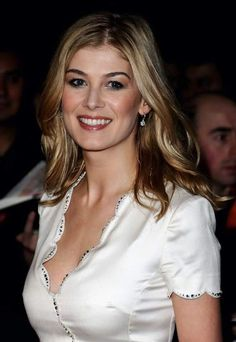 Rosamund Pike, Beautiful Celebrities, Beautiful Actresses, Gorgeous Women, Gorgeous Lady, Absolutely Gorgeous, Gone Girl, Actrices Hollywood, Glamour