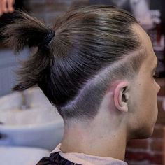 Top Scaled Dense Knot Looking for the best ways of how to style a top knot? We've selected the trendiest man bun hairstyles to match any taste, from a samurai long hair k Bun Men, Mens Long Hair Undercut, Undercut Fade, Man Bun Undercut, Hair And Beard Styles, Curly Hair Styles, Top Knot Men, Top Knot Man Bun, Man Bun Hairstyles