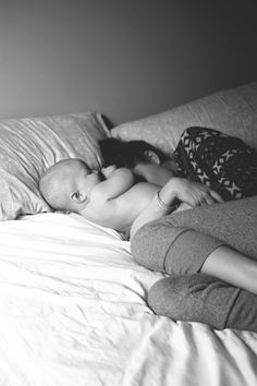 the daybook: all the good things Parents, Mama Baby, Family Love, Family Bed, Mom Family, Nuggwifee, Broody, Cuddles, Baby Photos