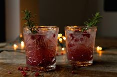 Culy Homemade: kerstcocktail van gin met rozemarijn en granaatappel