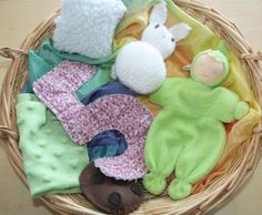 Treasure Basket - Soft (Photo from Counting Coconuts) Montessori Toddler, Toddler Play, Montessori Activities, Baby Play, Infant Activities, Baby Treasure Basket, Heuristic Play, Daycare Curriculum, Infant Curriculum