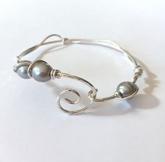 Hammered Sterling Silver Gray Pearl Bracelet by SpiralVineDesigns on Etsy