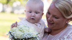 Jag älskar att fånga de små ögonblicken. Här Otto och Erika. Ett minne för livet. #jonas_fotograf #flowers #floweroftheday #bröllop #bröllop2016 #bröllopsfotograf #bröllopsfotografering #bröllopsinspiration #brudbukett #blommor #linköping #linköpinglive #meralink #erikaanna2016 #slottet #bjärkasäby #bröllop2017