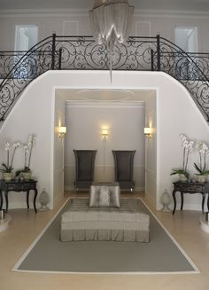 Classical entrance in grey and white Ceiling lamp Ceiling Lamp, White Ceiling, Rug Inspiration, Cool Rugs, Modern Rugs, Grey And White, Entrance, Bathtub, Interior Design