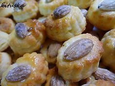 Syrové chuťovky, recept | Tortyodmamy.sk Doughnut, Biscuits, Garlic, Cookies, Vegetables, Cake, Desserts, New Years Eve, Crack Crackers