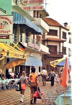 Paseo de Las Canteras, en esta imagen se puede ver la antigua sede de la Casa Galicia