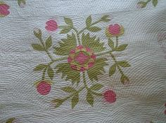 all-over fan quilting on applique. stunning!