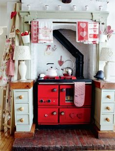 Look at that beautiful red oven! *sigh* #HomeDecor