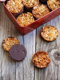 Cookie recipes 120752833734360937 - chic,chic,choc…olat: Florentins Source by cathraison Cookie Recipes, Dessert Recipes, Dip Recipes, Desserts With Biscuits, Biscuit Cookies, Snacks, Sweet Recipes, Sweet Tooth, Patisserie