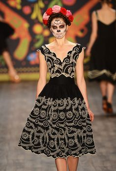 Hoschek Spring Summer 2013 collection was a true Fiesta Mexicana and inspired by Frida and Mexico. Look at the skull makeup...