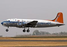 ZS-AUB Douglas DC-4 South African Airways Vintage Props, Vintage Air, Douglas Dc 4, Mcdonald Douglas, South African Air Force, Nostalgic Pictures, Douglas Aircraft, Air Photo, Aircraft Painting