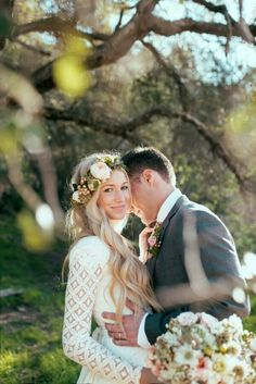 This is the look I want for the engagement party.. I'm OBSESSED with garland headbands!!!