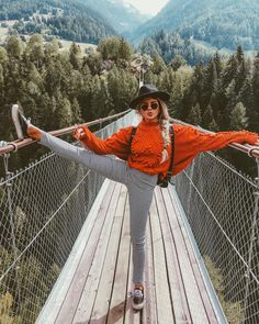 Black hat, orange red sweater, grey checked pants, sneakers with backpack Foto Top, Granola Girl, Short Models, Shooting Photo, Camping Outfits, Jolie Photo, Fall Sweaters, Fall Winter Outfits, Summer Winter