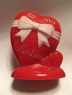 VINTAGE HARD PLASTIC 1950'S VALENTINES DAY CANDY CONTAINER HEART WITH BOW
