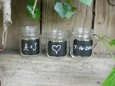 love the idea of using mason jars as drink containers and also of using the chalkboard paint so everyone can mark their glass