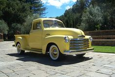 I love old/antique cars! What I wouldn't give for an antique Chevy Truck.