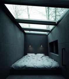 중정 천장 설계시 참조: - 스크린개폐로 일조량 조절 가능 - 천장 유리의 경사처리로 눈, 비 등 배수 처리 가능 - 환기의 경우, 중정 한쪽 면을 건물 외벽과 맞닿게 시공하고, 해당 면을 폴딩 도어로 처리 ---> 중정 + 테라스 및 복층까지 오픈된 거실의 용도 가능(집의 외부와 내부의 경계가 없는 구조)