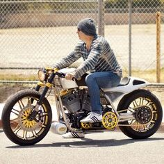 Mickey Rourke Build Bike by Roland Sands Design #MOTORCYCLE #BIKERS #MOTORCYCLEFEDERATION