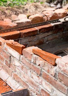 Muuraa tyylikäs tiililava   Meillä kotona Firewood, Concrete, Stone, Garden, Crafts, Architecture, Woodburning, Rock, Garten