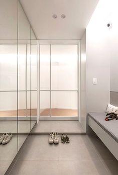 """""""푸드스타일리스트의 집(feat. 호텔&카페)"""" 42평아파트 인테리어 [옐로플라스틱/yellowplastic / 옐로우플라스틱] : 네이버 블로그 Minimal Apartment, Interior Architecture, Interior Design, Amazing Spaces, House Entrance, Internal Doors, Home Decor Trends, Entryway Decor, Prefab"""